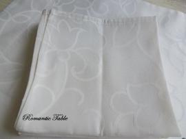 Schitterend oud tafellaken van Lindart Hometextliles met servetten