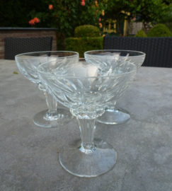 Schitterende oude kristallen champagne coupes