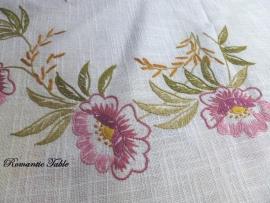 Antiek geborduurd  linnen tafellaken rond no 2