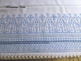 Antiek linnen hand geborduurd commode kleed