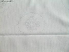 Oude damast dekbedovertrekken met rozen medaillons no 10