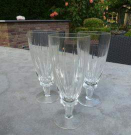 Schitterende oude kristallen champagne glazen