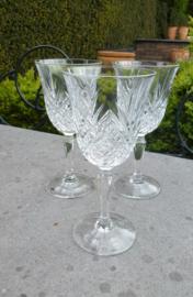 Antieke kristallen wijnglazen met bijzonder slijpsel