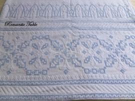 Antiek linnen hand geborduurde bed sprei no 52