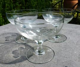 Schitterende oude  kristallen cocktailglazen
