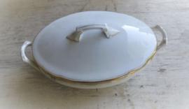 Oude porseleinen dekschaal met deksel  ( wit met gouden rand )