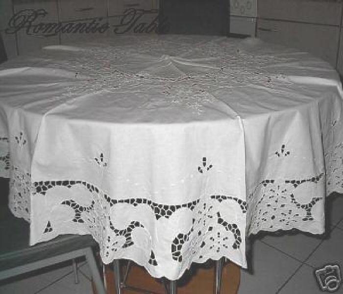 Antiek rond Richelieu tafellaken no 16  VERKOCHT