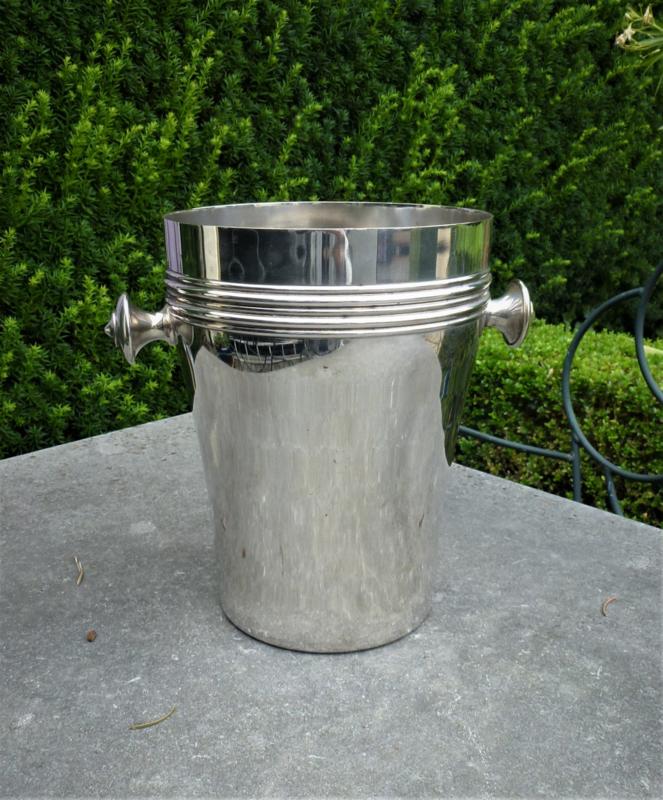 Oude zwaar verzilverde hoge champage koeler  van het merk Mills no 198