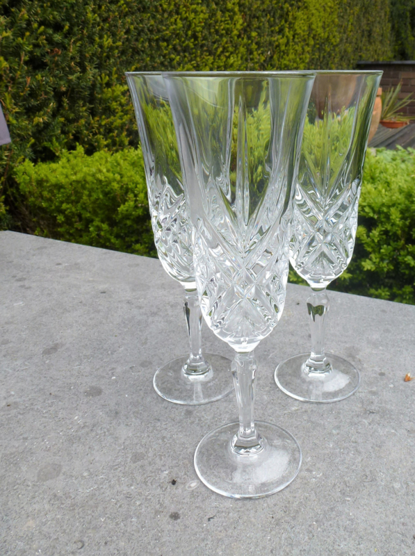 Oude kristallen champagne - prosecco glazen