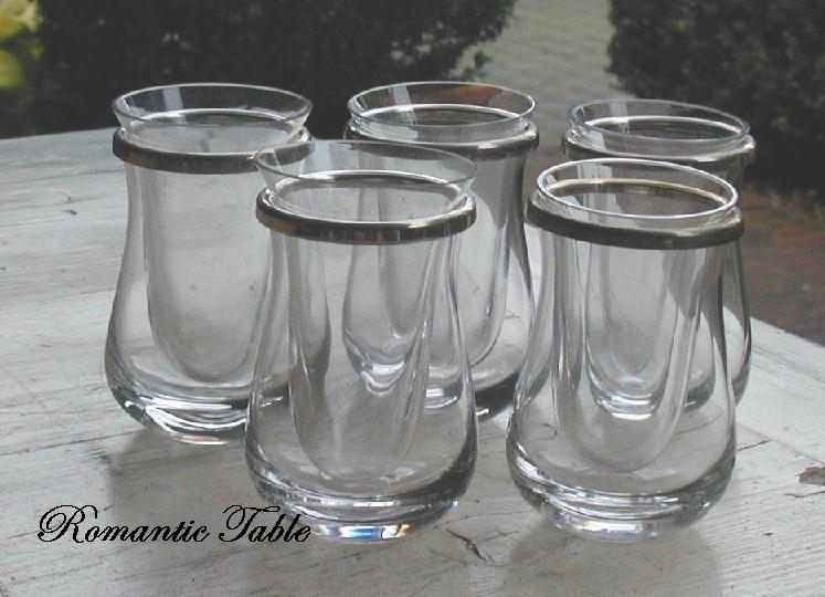 Zeer bijzonder oude jeneverglassjes met ijscontainer
