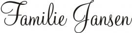 Deursticker familienaam hoofdletter is 5 â 6cm hoog (lettertype voorbeeld is nr11)