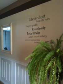 """Muursticker """"Life is short"""""""