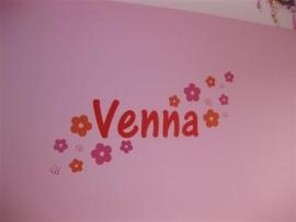Naamsticker van Venna op glasvezelbehang