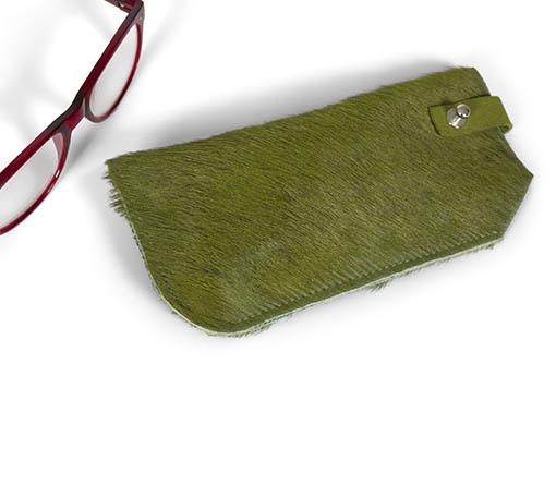 Brillen etui gekleurde koeienvacht groen