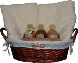 Badset met twee badhanddoeken met naam & bad-verwenpakket