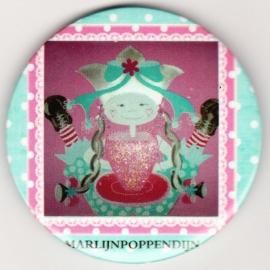 9.Button meisje magneet 5,5 cm doorsnee.