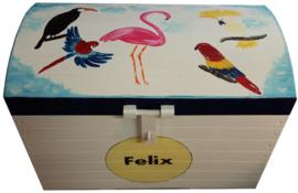 Afmeting van deze speelgoedkist blank groot: 74 x 45 x 53 cm (LxBxH). De kist is gemaakt van Multiplex.