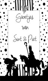 Klein kaartje met tekst  ''Groetjes van Sint & Piet''. 5 bij 8.5 cm.
