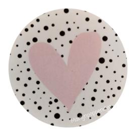 Sticker rond 4 cm met afbeelding roze hartje.