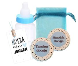 Setje haar/tanden doosje, klein kaartje, organza zakje, gelukspopje, flesje met snoepjes, blauw.