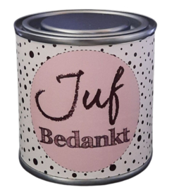 Blikje met tekst ''Juf Bedankt''roze, blikje is  hoog 6,2 cm bij 6,2 cm met snoepjes