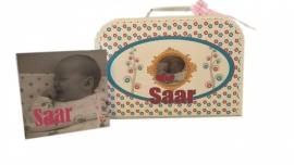 Geboortekoffertje met geboorte kaartje.