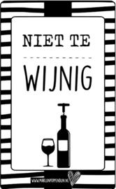 Fles etiket, leuk je fles net even anders te maken, met tekst ''Niet te wijnig''. 6.5 bij 11.5 cm