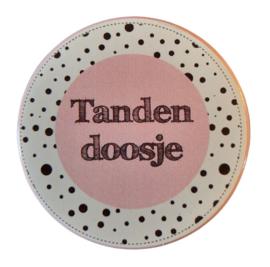 Tandendoosje rozre/wit 5 cm doorsnee 2cm hoog.