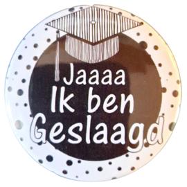 Button met tekst ''Jaaaaaaa ik ben geslaagd'' 56 mm.