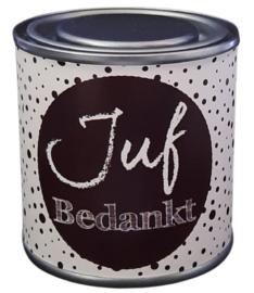 Blikje met tekst ''Juf Bedankt''zwart, blikje is  hoog 6,2 cm bij 6,2 cm met snoepjes