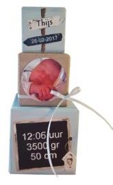 Stapelblokken beschilderd met het geboorte kaartje