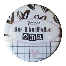 Button spiegel met tekst ''Voor de liefste oma'' 56mm.