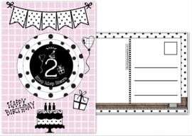 Verjaardagskaart roze  met envelop, met button 2 jaar.