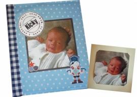 In opdracht gemaakt, fotoboek van geboortekaartje.