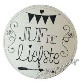 Sticker met tekst '' Juf de liefste '' 6 cm doorsnee.