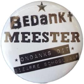 Butten 56 mm met tekst ''Bedankt meester ondanks dit bizarre schooljaar''.