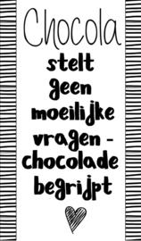 Klein bedank kaartje met tekst ''Chocola stelt geen moeilijke vragen chocola begrijpt'' 5 bij 8.5 cm.
