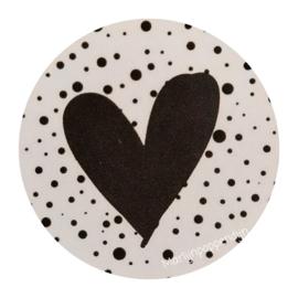 Sticker rond 4 cm met afbeelding zwart hartje.