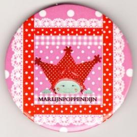 5.Button meisje magneet 5,5 cm doorsnee.