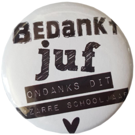 Butten 56 mm met tekst ''Bedankt juf ondanks dit bizarre schooljaar''.