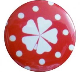 Button geluks klavertje polkadot rood en wit klavertje.
