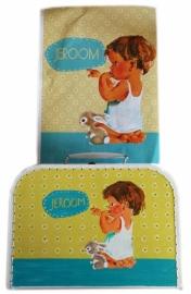 Beschilderd koffertje van geboorte kaartje.