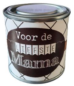 Blikje met tekst ''Voor de liefste mama'' 6,2 bij 6,2 cm met hartjes.