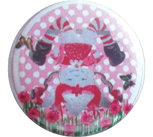 Button Marlijnpoppendijn popje op zijn kop.