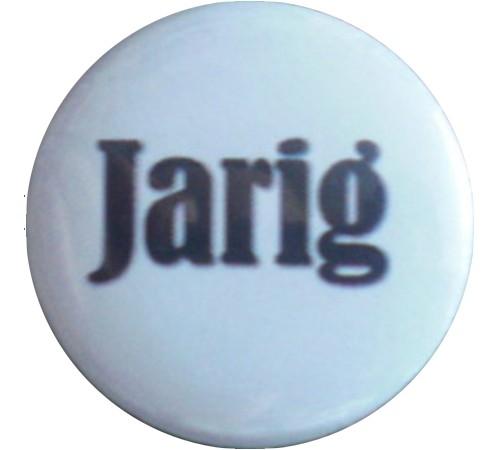 Button 25 mm wit met zwarte tekst jarig.