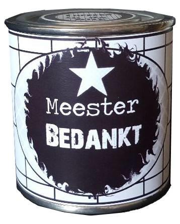 Blikje met tekst ''bedankt Meester'' hoog 6 cm doorsnee 6 cm. met toffee's.