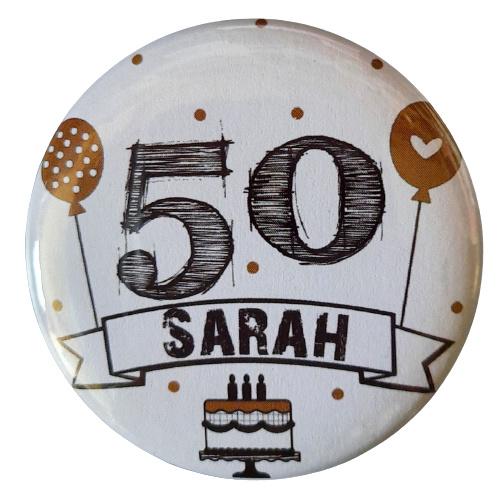 Button met tekst 50 Sarah 56mm.