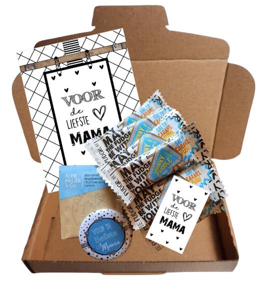 Mama setje met 10 reepjes caramel, zakje thee, spiegeltje, a6 kaart, klein kaartje, met tekst ''voor de liefste mama''.