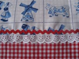 Delfts blauw lakentje met rood boerenbont