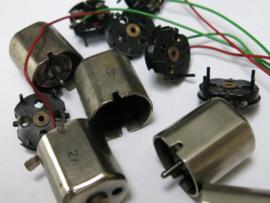Diversen onderdelen t.b.v. Motoren, Motordraadjes met deksels